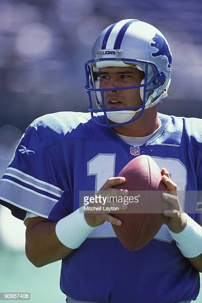 Scott Mitchell of the Detroit Lions warms up before a NFL football game against the Philadelphia Eagles on September 15 1996 at Veterans Stadium in...