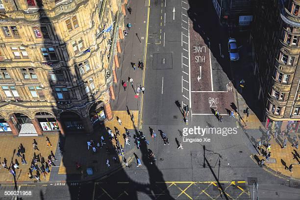 scott monument's shadow falling on princes street, edinburgh, scotland, uk - new town edinburgh fotografías e imágenes de stock