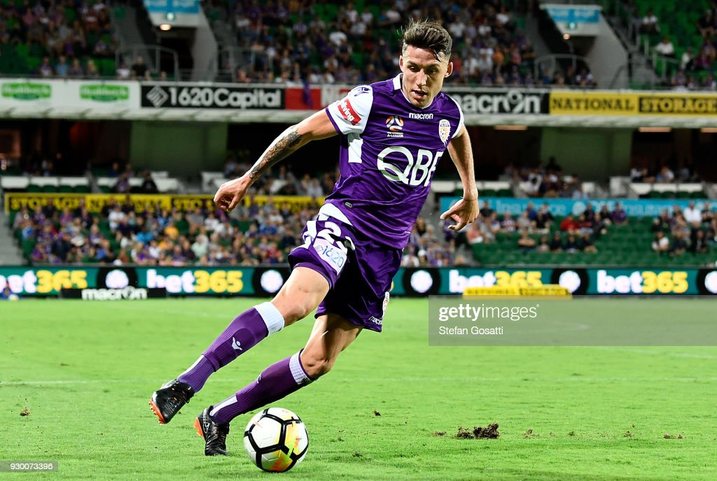 Scott Neville of the Glory runs the ball during the round 22 A-League match between the Perth Glory and the Central Coast Mariners at nib Stadium on March 10, 2018 in Perth, Australia.