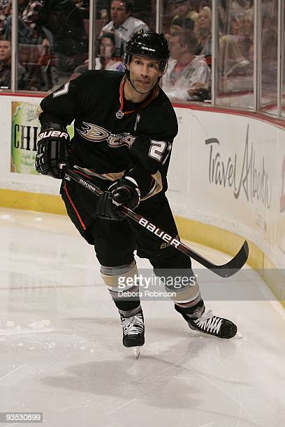 Scott Niedermayer of the Anaheim Ducks handles the puck behind the net during the game against the Phoenix Coyotes on November 29 2009 at Honda...