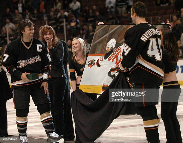 Scott Niedermayer of the Anaheim Ducks looks on as his brother and... News  Photo  7143d106d