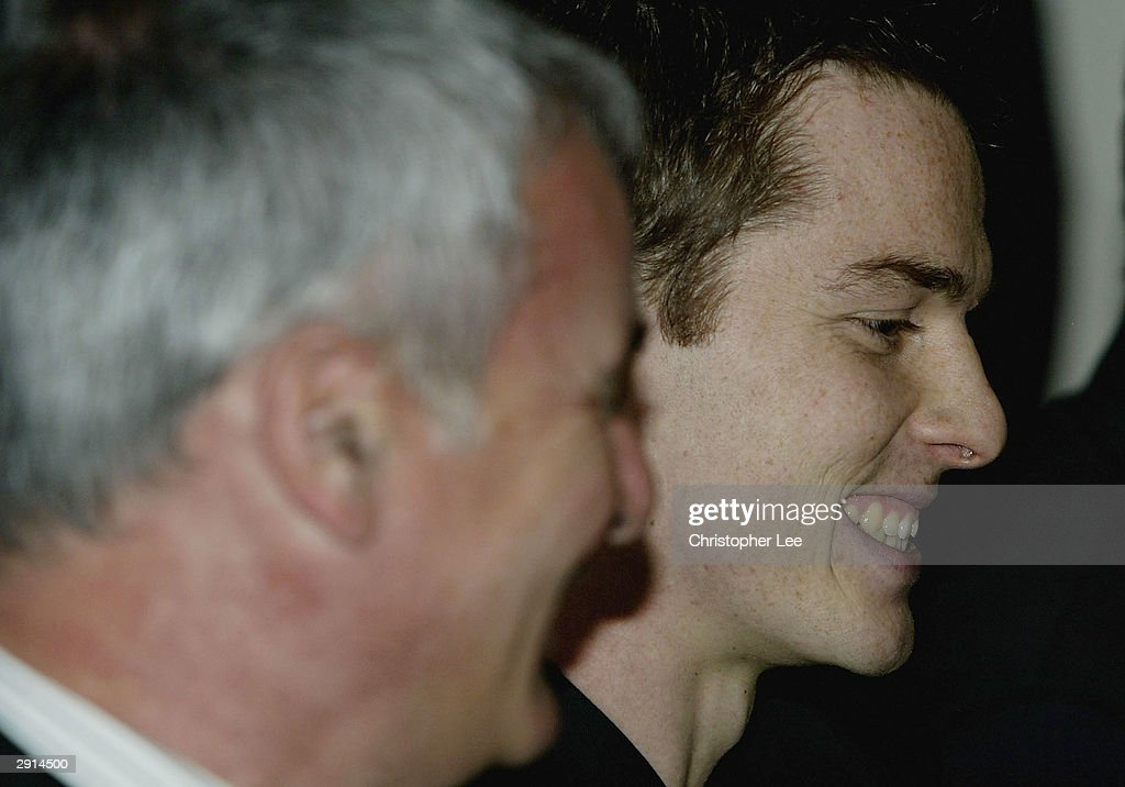 Scott Parker (R) of Chelsea talks to the press with his new manager Claudio Ranieri (L) during a Chelsea FC press conference at Stamford Bridge on January 30, 2004, in London. Parker signed from Charlton to Chelsea today for £10 million.