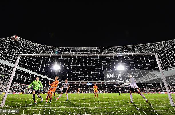 Scott Parker of Fulham scores his goal during the Sky Bet Championship match between Fulham and Charlton Athletic at Craven Cottage on October 24...