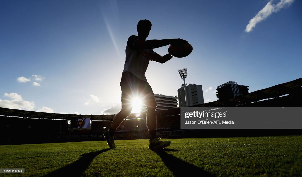 Scott Pendlebury warms up during the round seven AFL match between the Brisbane Lions and the Collingwood Magpies at The Gabba on May 6, 2018 in Brisbane, Australia.