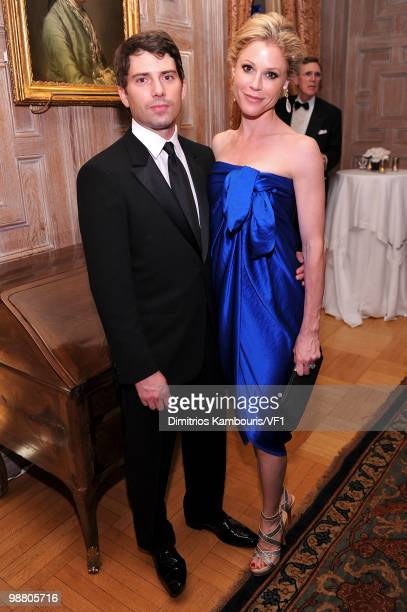 Scott Phillips and Julie Bowen attend the Bloomberg/Vanity Fair party following the 2010 White House Correspondents' Association Dinner at the...