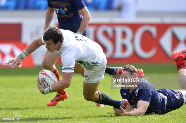 Scott Riddell of Scotland tackles Ruhan Nel of South Africa during the HSBC Paris sevens final match between Scotland and South Africa on May 14 2017...