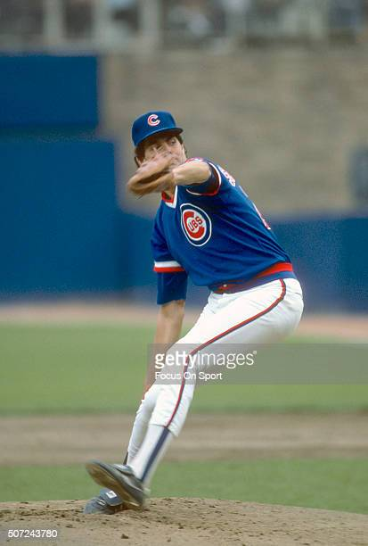 Scott Sanderson of the Chicago Cubs pitches against the New York Mets during a Major League Baseball game circa 1984 at Shea Stadium in the Queens...