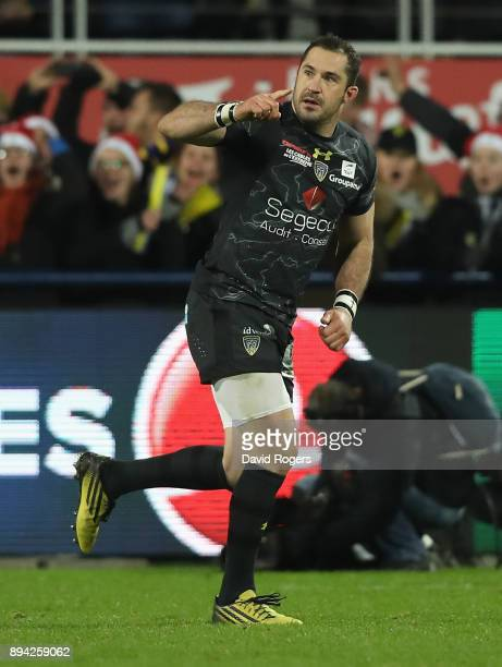Scott Spedding of Clermont Auverne celebrates after kicking a last minute match winning penalty during the European Rugby Champions Cup match between...