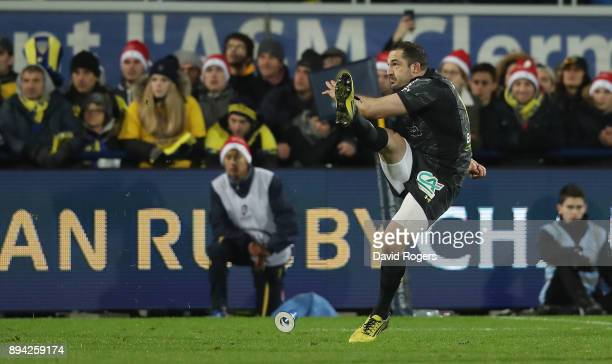 Scott Spedding of Clermont Auverne kicks a last minute match winning penalty during the European Rugby Champions Cup match between ASM Clermont...