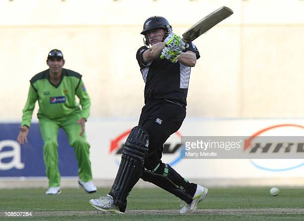 Scott Styris of New Zealand bats during game three of the One Day International series between New Zealand and Pakistan at AMI Stadium on January 29...