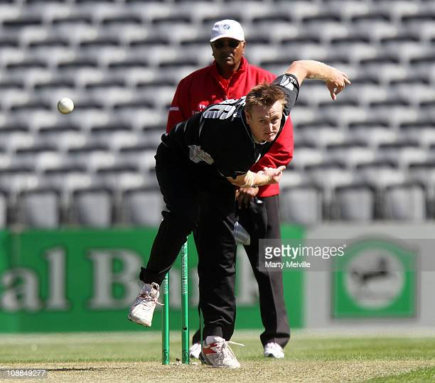 Scott Styris of New Zealand bowls during game three of the One Day International series between New Zealand and Pakistan at AMI Stadium on January 29...