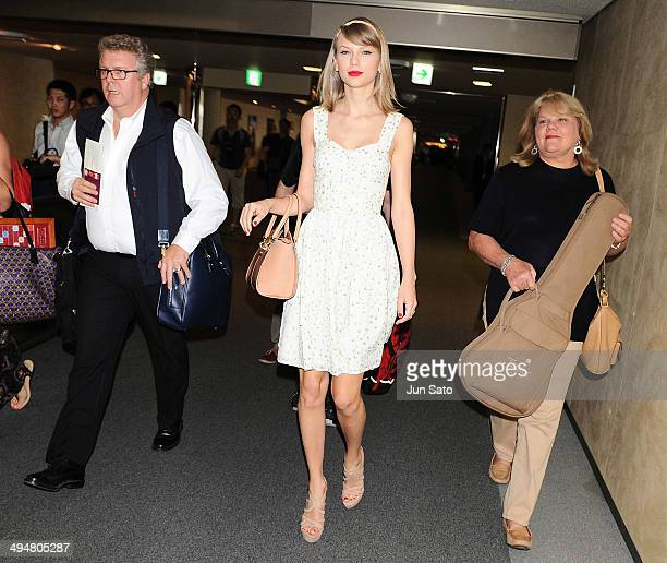 Scott Swift Taylor Swift and Andrea Swift are seen upon arrival at Narita International Airport on May 31 2014 in Narita Japan