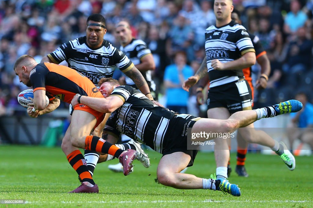 Scott Taylor of Hull FC tackles Greg Minikin of Castleford Tigers during the Betfred Super League match between Hull FC and Castleford Tigers at KCOM Stadium on May 5, 2018 in Hull, England.