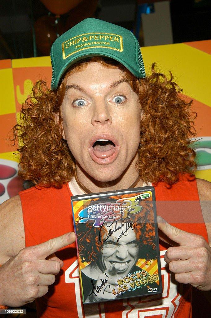 Comedian carrot top signs his dvd scott thompson aka carrot top during comedian carrot top signs his dvd carrot top rocks m4hsunfo Gallery