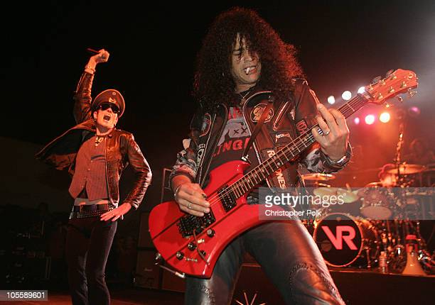 Scott Weiland and Slash of Velvet Revolver surprise thousands of people with a free performance in Hollywood prior to kicking off their headlining...