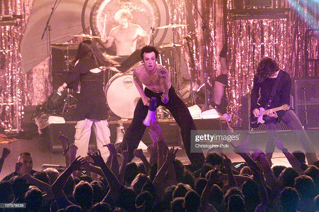 Stone Temple Pilots performs