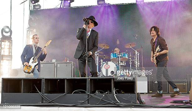 Scott Weiland of Stone Temple Pilots performs at the Miller Lite Carb Day Concert at the Indianapolis Motor Speedway on May 23 2008 in Indianapolis...