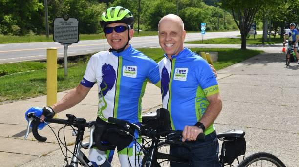 TN: Olympic Legend Scott Hamilton Celebrates Glioblastoma Patient Scott Williams As He Finishes His 444-Mile Bike Ride To Nashville