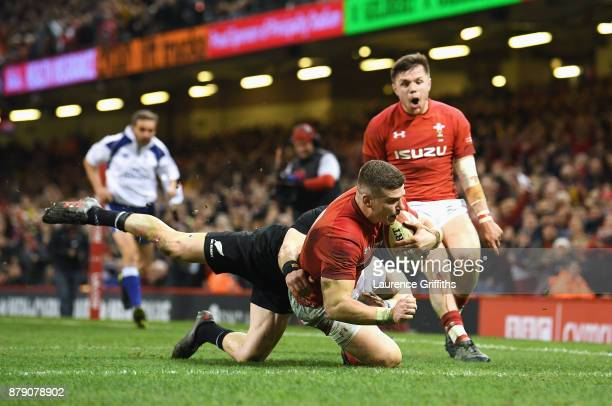 Scott Williams of Wales touches down for the first try during the International match between Wales and New Zealand at Principality Stadium on...