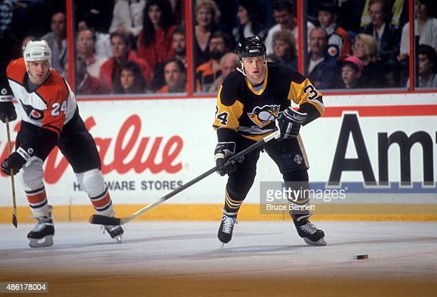 Scott Young of the Pittsburgh Penguins skates on the ice during an NHL game against the Philadelphia Flyers on March 26 1991 at the Spectrum in...