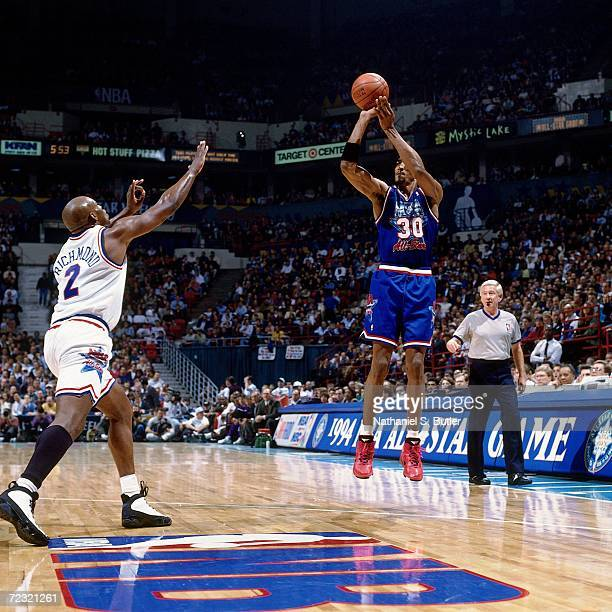 Scottie Pippen of the Eastern Conference All Stars shoots a jump shot against Mitch Richmond of the Western Conference All Stars during the 1994 NBA...