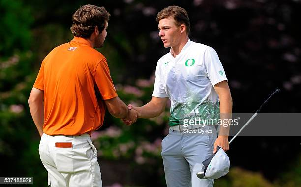Scottie Scheffler of Texas shakes hands with Aaron Wise of Oregon after defeating Wise in match play during the final round of the 2016 NCAA Division...