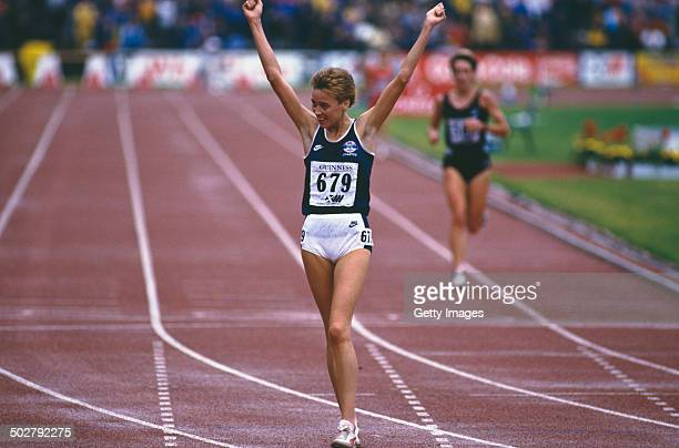 Scottish middle and longdistance runner Liz Lynch at the Commonwealth Games in Edinburgh Scotland 24th July 2nd August 1986 Lynch won a gold medal in...
