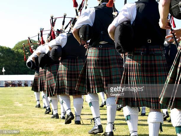 Joueurs de cornemuse écossais en entrant dans le stade
