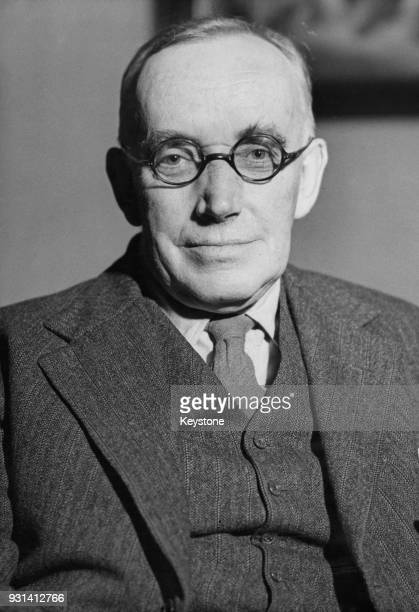 Scottish playwright and surgeon Osborne Henry Mavor who writes under the pseudonym James Bridie circa 1945