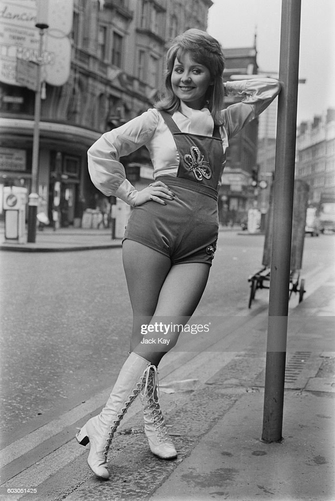 Scottish singer Lulu in London, UK, 21st January 1971. She is due to appear soon at the London nightspot 'The Talk of the Town'.