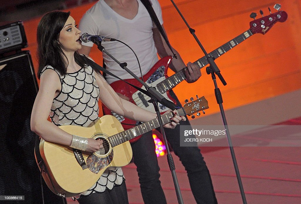 Scottish singer songwriter Amy Macdonald performs during the television show 'Wetten, dass..?' (Let's Make a Bet) at the 'Coliseo Balear' bull fighting arena in Palma de Mallorca on the Balaeric Island of Mallorca on May 23, 2010.