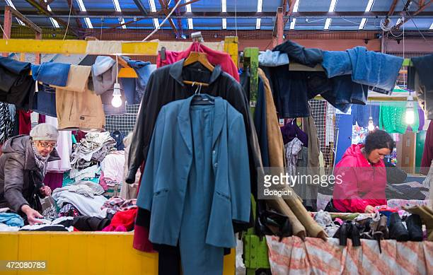 scottish women shop for clothes at barras flea market glasgow - old glasgow stock pictures, royalty-free photos & images