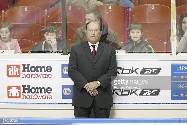 Scotty Bowman looks over the CHL/NHL Top Prospects during the introduction ceremony at the 2007 Home Hardware CHL/NHL Top Prospects Skills...