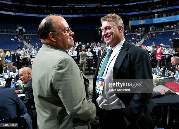 Scotty Bowman of the Detroit Red Wings talks with Brett Hull of the Dallas Stars during the 2007 NHL Entry Draft at Nationwide Arena on June 23 2007...