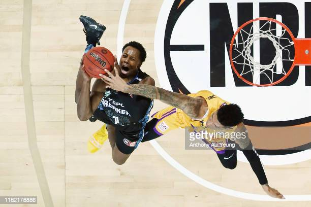 Scotty Hopson of the Breakers goes to the basket against Didi Louzada of the Kings during the round three NBL match between the New Zealand Breakers...