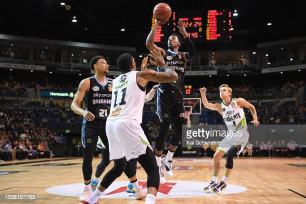 Scotty Hopson of the Breakers goes to the basket over Devondrick Walker of the Phoenix during the round 20 NBL match between the New Zealand Breakers...
