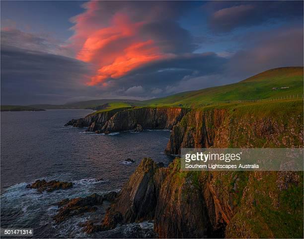 scousburgh coastline at dusk, shetland islands, scotland, united kingdom. - isole shetland foto e immagini stock