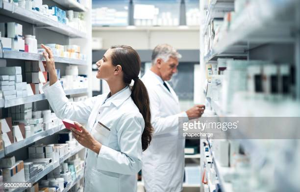 scouting the shelves for the perfect product - pharmacy stock pictures, royalty-free photos & images