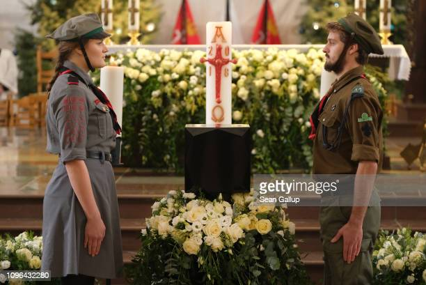 Scouts stand at the urn of murdered Gdansk mayor Pawel Adamowicz prior to his funeral in the Basilica of Saint Mary on January 19 2019 in Gdansk...