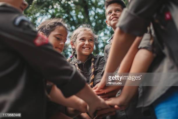 scouts eenheid - georganiseerde groepen stockfoto's en -beelden