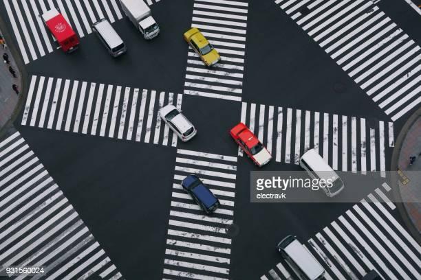 scramble crossing seen from above - strisce pedonali foto e immagini stock
