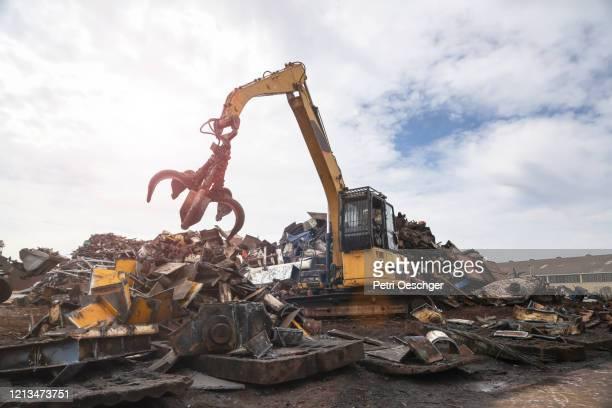 impianto di riciclaggio dei rottami metallici. - ferro foto e immagini stock