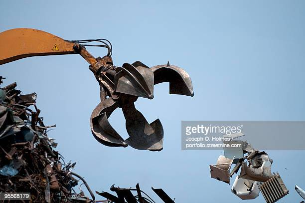scrap yard claw - joseph o. holmes stock pictures, royalty-free photos & images
