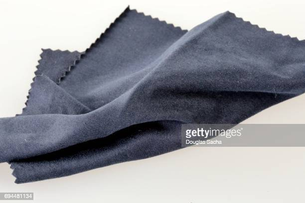 scratch resistance microfiber cloth for cleaning lcd glass screen - eingewickelt stock-fotos und bilder