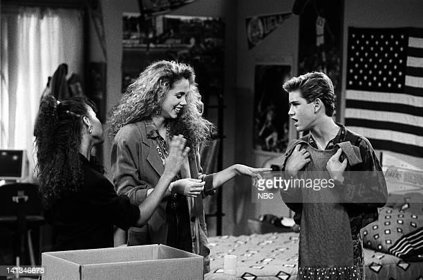 """Screech's Woman"""" Episode 5 -- Air Date -- Pictured: Lark Voorhies as Lisa Turtle, Elizabeth Berkley as Jessie Spano, Mark-Paul Gosselaar as Zachary..."""