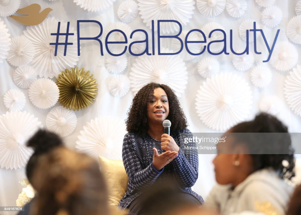 Dove Real Beauty Productions And Shonda Rhimes Host Dove Self-Esteem Workshop : Fotografía de noticias