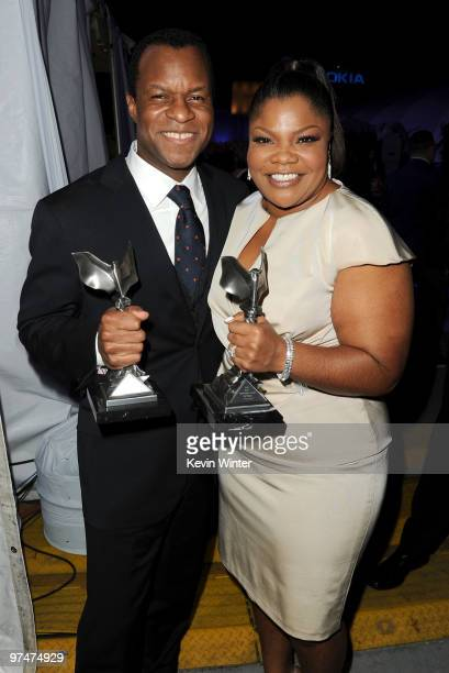 Screenwriter Geoffrey Fletcher winner Best First Screenplay for 'Precious' and actress Mo'Nique winner Best Supporting Female for 'Precious' pose in...