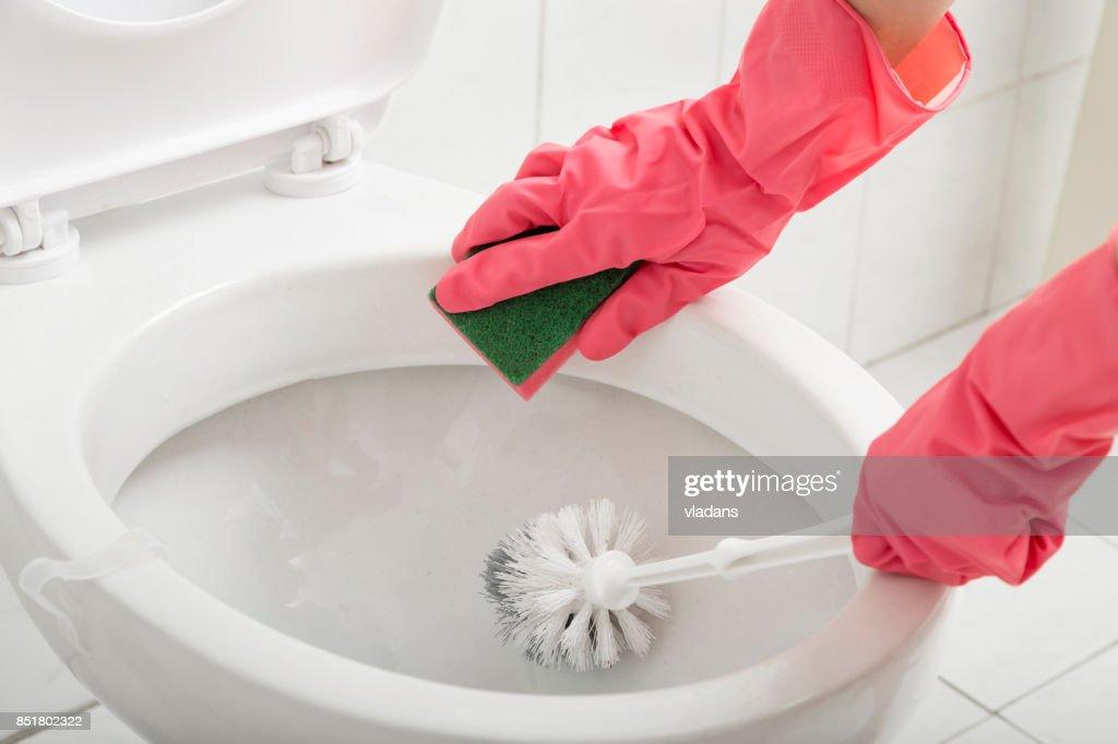 WC schrobben : Stockfoto