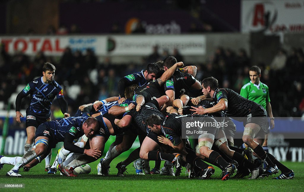 Ospreys v Castres Olympique - Heineken Cup : News Photo