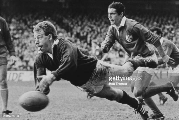 Scrum half Roy Laidlaw of Scotland passes the ball out during the 1986 Five Nations Championship Rugby Union International match between Ireland and...